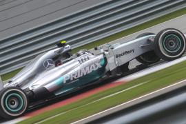 Mercedes domina con Rosberg y Hamilton el último ensayo, Alonso fue séptimo