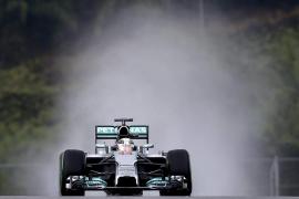 Hamilton firmó la 'pole' y Alonso saldrá cuarto en Sepang