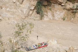 Un sospechoso de varios robos cae por un terraplén de 25 metros cuando huía