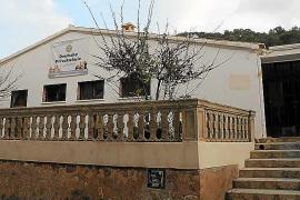 Denuncian el abandono del edificio de la antigua escuela Ses Bassetes