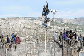 Unos 200 inmigrantes protagonizan un nuevo intento de entrada en Melilla
