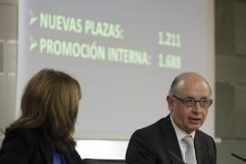 El Gobierno asegura que «el ajuste ha tocado fondo» y convoca 1.200 plazas públicas