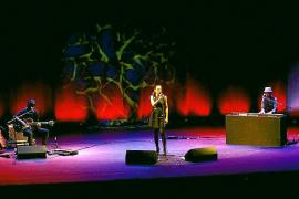 Marlango deleita al Trui Teatre con el optimismo que respira el álbum 'Un día extraordinario'