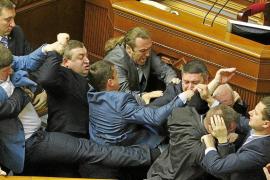 Kerry denuncia que Rusia siembra el caos en el este de Ucrania en busca de otra anexión