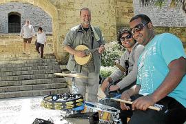 Indignación entre los artistas callejeros por ser  'expulsados' del entorno de la Catedral