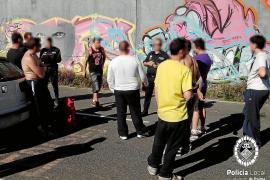 La Policía Local identifica a nueve grafiteros por pintar en muros de Palma
