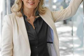 Nieves Herrero: «La protagonista   se puso el mundo por montera»