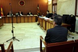 Un acusado para quien piden 18 años de cárcel niega haber violado a su mujer
