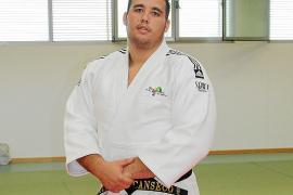 EIVISSA. JUDO. Víctor Canseco posa en el tatami del pabellón de Can Burgos.