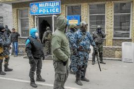 Prorrusos toman varias ciudades mientras crece el fantasma de la ruptura de Ucrania