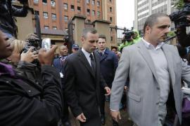 La novia de Pistorius estaba hablando con él cuando murió, según el fiscal