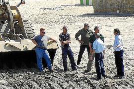Expectación y críticas ante la tardía limpieza de la playa de Camp de Mar
