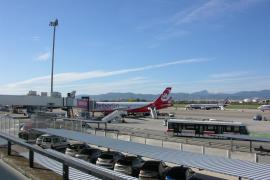 Intoxicadas dos azafatas de un avión con destino a Palma por problemas de despresurización en la cabina