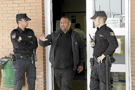 Medio centenar de gitanos irrumpe en la cárcel de Palma pidiendo que 'La Paca' se quede aquí