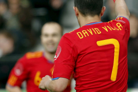 España arranca con un triunfo alejado de la brillantez