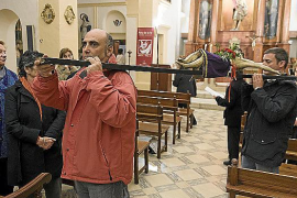 Estellencs, intensa procesión sin «caperutxes»