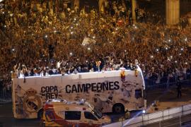 El Real Madrid brinda a su afición y a la diosa Cibeles la Copa del Rey