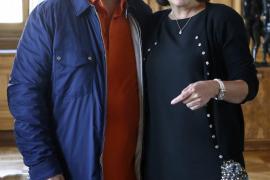 La alcaldesa Anne Hidalgo recibe en París al cineasta Pedro Almodóvar