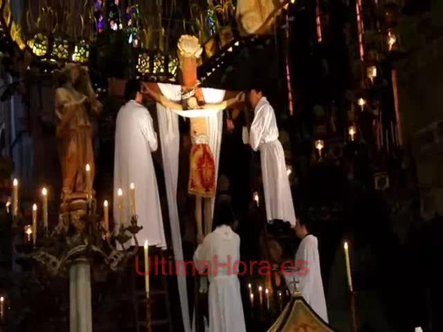 El silencio del Sant Enterrament pone  fin a las procesiones