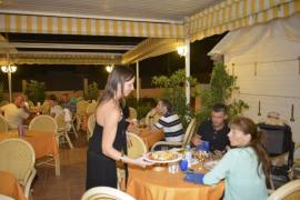 La hostelería y el comercio lideran la contratación en marzo en todas las Islas