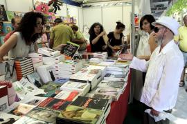 La novela y los libros de bolsillo, protagonistas del inicio de la Fira de Llibre