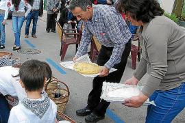 El pueblo revive la tradición de els Salers entre música y 'panades'