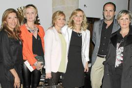 Nieves Herrero presenta su nueva novela en una cena tertulia