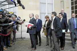 Valls intenta aplacar la rebelión interna entre los socialistas franceses