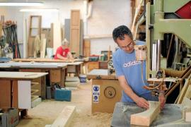 La carpintería se adapta a la crisis