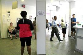 El PP, contrario a evaluar el impacto de la exclusión sanitaria de los 'sin papeles'