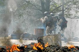 Rusia responde a la ofensiva de Kiev contra los prorrusos con maniobras militares