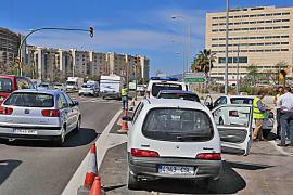 Accidente a los 5 minutos de inaugurarse el semáforo del Palau de Congressos