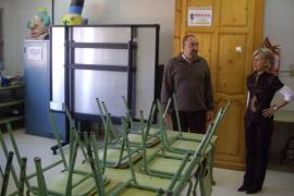 El director del colegio de la Colònia dimite al ser expedientado por Educació