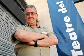 El actor Ferran Rañé divaga sobre la estupidez humana en el Teatre del Mar
