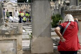 La policía exhuma restos humanos en una investigación por el robo de un bebé en Palma