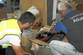 Intervienen en Palma 8.920 auriculares falsos, valorados en 2 millones de euros