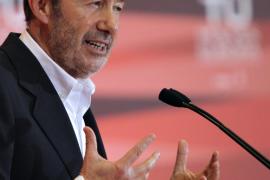 Rubalcaba dice que Rajoy convierte el 25M en un «plebiscito» de su política