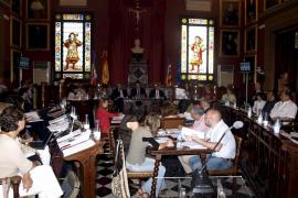 PP y UM obligan a Aina Calvo a bajarse el sueldo del 9 al 10 por ciento