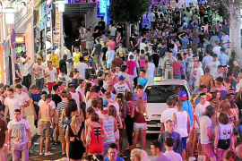 La asociación de bares presenta alegaciones para regular el 'pub crawling'
