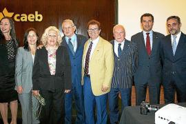 Entrega de la medalla. de oro de la CAEB. a Josep Oliver