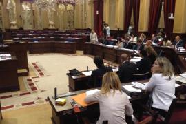 """La oposición se va del Parlament por las preguntas de """"autobombo"""" del Govern"""