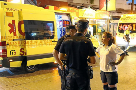 Tres jóvenes hospitalizados en estado grave tras ingerir 'biberones' de éxtasis en la Platja de Palma