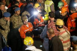 Unos 200 muertos y cientos de atrapados en un accidente minero en Turquía