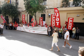 Cincuenta trabajadores de Gesa protestan en el Parlament por la venta de las instalaciones