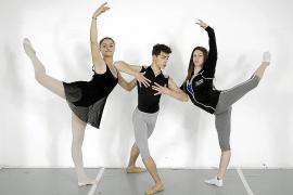 Tres jóvenes que bailarán en 'Romeo y Julieta', premiados en Barcelona