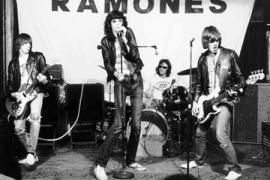 Nueva York recuerda los 40 años de los Ramones con un sencillo concierto en Queens