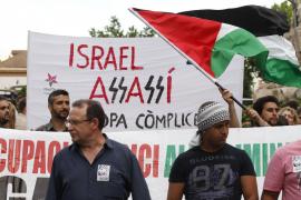 Israel cede a la presión internacional y expulsa a los 600 activistas