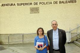 El canónigo Joan Darder denuncia ante la policía una estafa en la venta de billetes aéreos