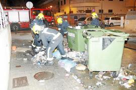 Juzgada una mujer de 70 años por incendiar contenedores en es Molinar