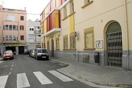 Atropella a una mujer frente a una guardería de Pere Garau y le arrebata a los niños